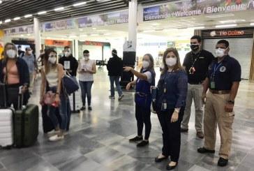 Equipos de la Secretaría de Turismo brindan apoyo a viajeros en aeropuertos de San Pedro Sula y Tegucigalpa