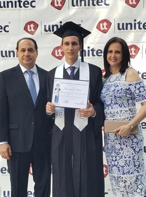 Graduación Edgardo Larach