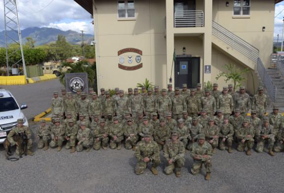 Soldados de la Compañía de Policía Militar de la Guardia Nacional de Puerto Rico llegan a la Base Aérea Soto Cano