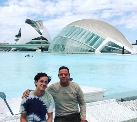 José Antonio Fernández y su hijo disfrutando de unas merecidas vacaciones…
