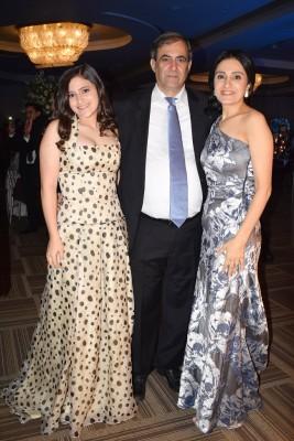Karim Qubain con su gupa hija, Ashley y su esposa Ellen