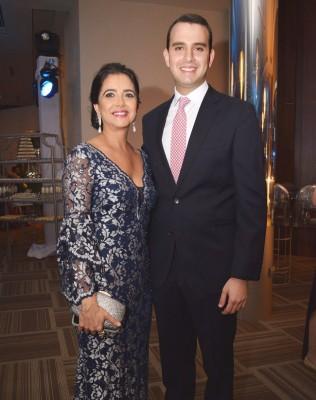 Fairuz con su guapo hijo Marcelo Larach