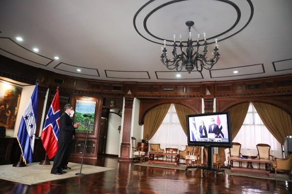 De manera virtual entregó las cartas credenciales Rut Krüger Giverin, embajadora de Noruega
