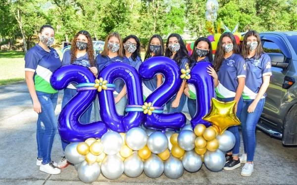 Senior Entrance 2021 de la Academia Americana