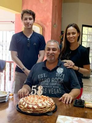 Wenceslao Lara Orellana festajando su cumple