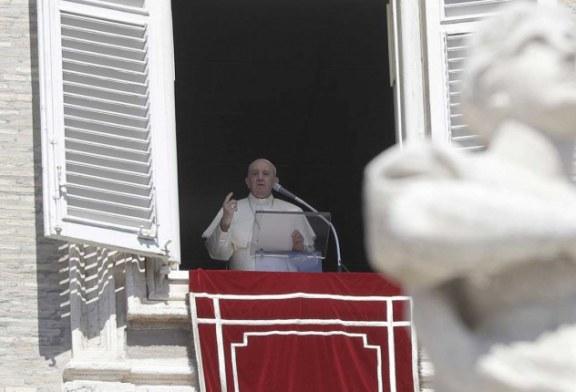 El papa Francico exhorta a 'no chismear', pues 'el chisme es una plaga peor que el covid'
