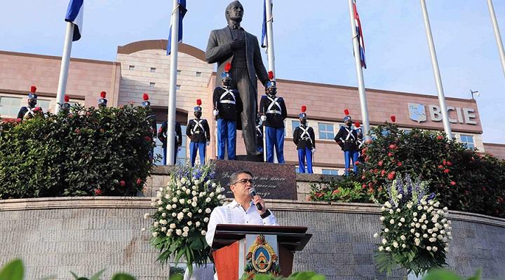 Presidente Hernández rinde tributo a los nuevos héroes y heroínas de la patria que enfrentan la pandemia