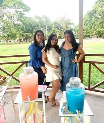 Belkis Banegas, Gabriela Quevedo y Melissa Hernández