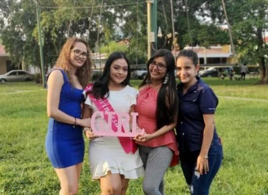 Yamileth Bautista, mama Gabriela Quevedo, Tania Casasola y Nora Guzmán