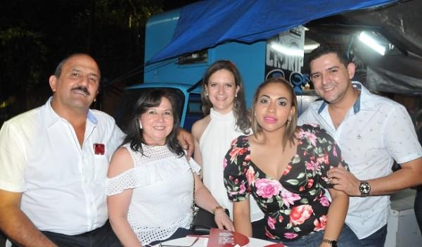 Un recuerdo de: Edgardo y Daysi Handal, Gabriela Handal, David y Brenda Guzman