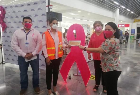 En aeropuerto de San Pedro Sula: Iluminan flama rosa solidaria en apoyo a la prevención del cáncer de mama