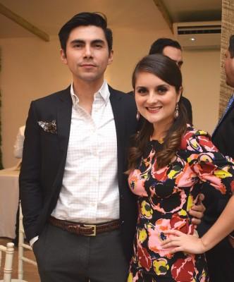 Los jóvenes José Hernández y Sonia Bueso, forman un lindo matrimonio