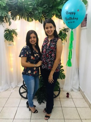 Isis Estrada y Alexa Mena