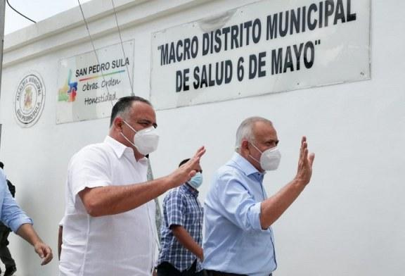 Mauricio Oliva y Juan Diego Zelaya conocen modelo de atención en salud municipal de SPS