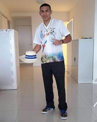 Teofimo Lopez, luciendo el uniforme que diseño Román Watercolor para los juegos olímpicos.