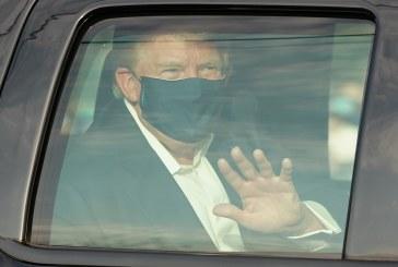 Trump fue visto fuera del hospital a bordo de un vehículo saludando a simpatizantes