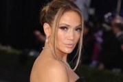 Jennifer López causó revuelo y polémica tras desnudarse completamente para lanzar nueva canción
