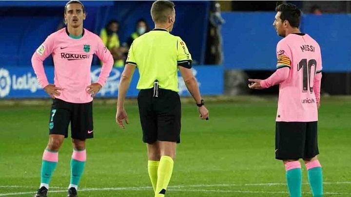 El desplante de Messi contra el árbitro que solo le costó una tarjeta amarilla (Video)