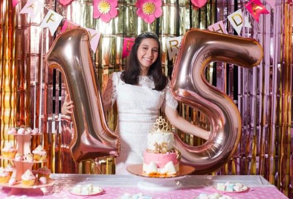 Marcela Alejandra celebra sus 15 años a la orilla de la playa
