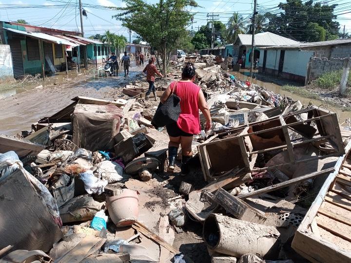 Asegura Mario Pineda que damnificados serán contratados y remunerados para la limpieza de sus propias casas