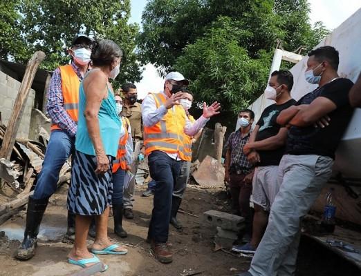 Hernández supervisa trabajos de limpieza en el sector de El Calán, Villanueva, Cortés
