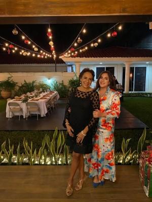 Diana Cardona de Caraccioli con su bella hija