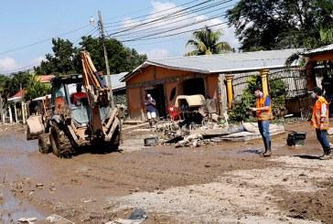 Limpieza en colonias de La Lima requiere botaderos para evacuar más rápido el lodo y los desechos