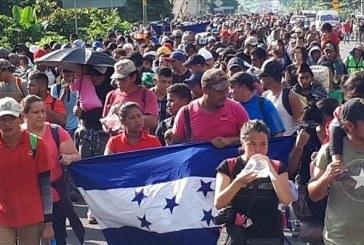 Policía hondureña advierte infiltración de traficantes de personas en caravanas migrantes
