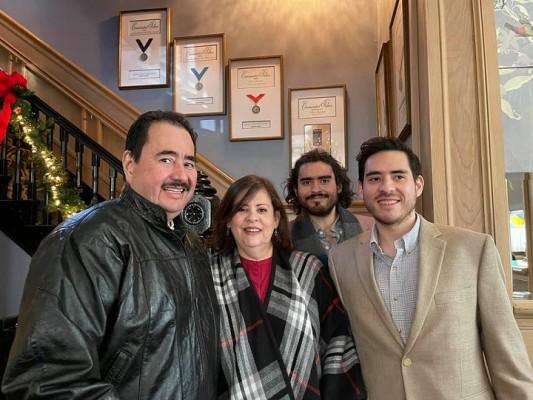 Pedro Cobos y familia