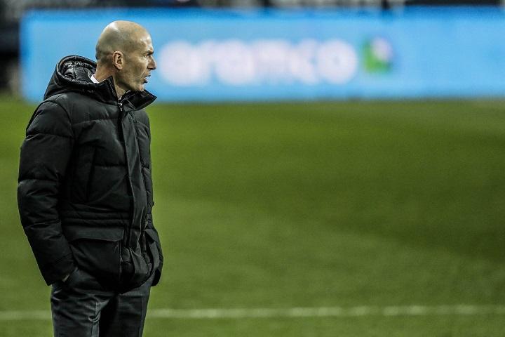 Zinedine Zidane es aislado por dar positivo a COVID 19