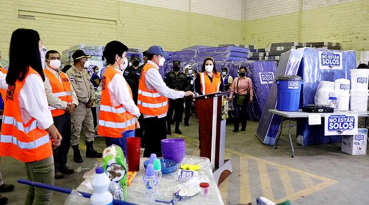 Gobierno entrega paquetes de ayuda humanitaria a 622 familias de San Pedro Sula, La Lima y Villanueva