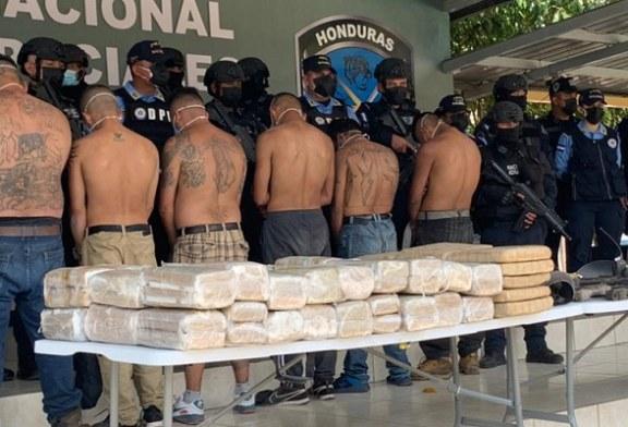 """La Policía desmantela """"la escuelita"""", un campamento de entrenamiento de sicarios y un narcolaboratorio de la Mara Salvatrucha"""
