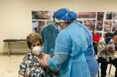 Adultos mayores de San Pedro Sula acuden masivamente a vacunarse sin temor contra la Covid-19