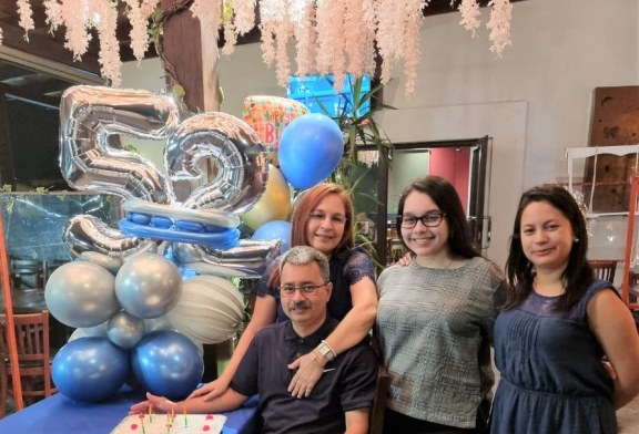 Agasajo de cumpleaños en honor a Julio Cesar Fernández