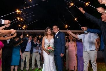 La boda de Alejandro y Nicolle… íntima y divertida