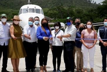 """""""Yo creo en la industria del turismo"""", afirma presidente Hernández al inaugurar vuelo Catacamas-Guanaja"""
