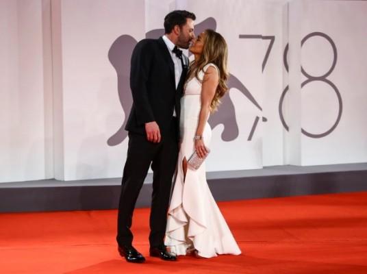 Ben Affleck y Jennifer López pasean su amor por Venecia
