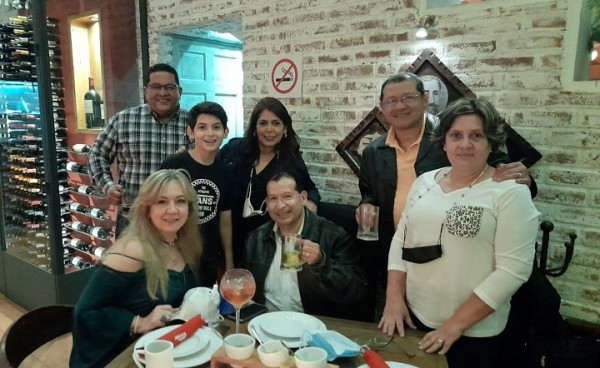 Celebrando el cumpleaños de Óscar Gerardo Bogran