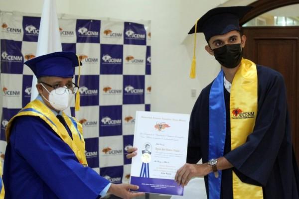 Solemne acto de graduación de nuevos profesionales de UCENM
