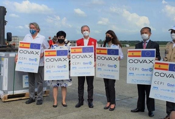 Llegan al país 180.000 dosis de vacunas contra la covid-19 donadas por España