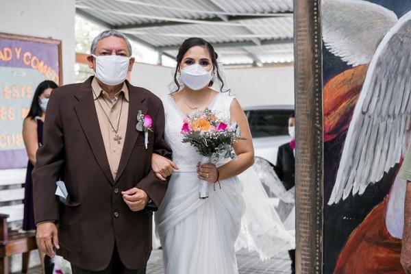 """""""Bruno"""" el enviado espacial en la boda de Alba Molina y Danny Altamirano"""
