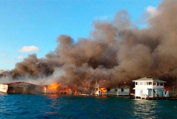 Al menos 126 casas resultaron totalmente arrasadas por las llamas en Guanaja