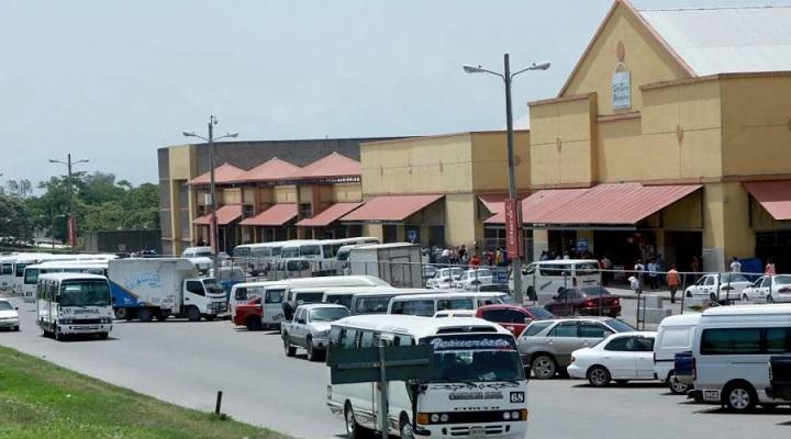 Distribuyen kits de bioseguridad a viajeros en central de buses de San Pedro Sula